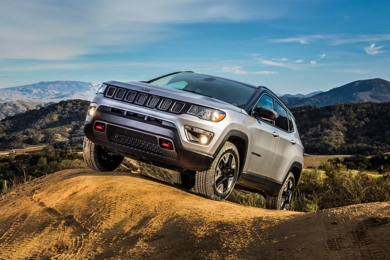 2017 Jeep Compass LATITUDE Slide 0