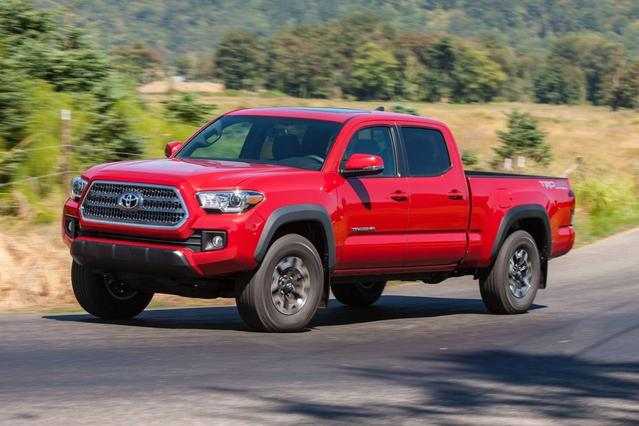 2017 Toyota Tacoma TRD SPORT 4x4 TRD Sport 4dr Double Cab 5.0 ft SB 6A Slide 0