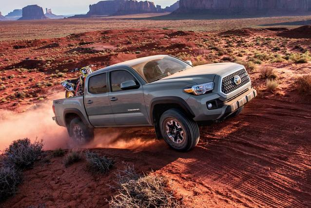 2019 Toyota Tacoma TRD SPORT TRD SPORT DOUBLE CAB 5' BED V6 AT Double Cab Slide 0