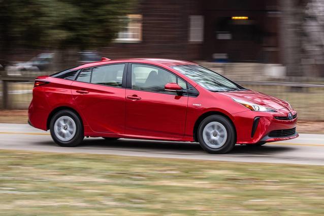 2019 Toyota Prius LE LE AWD-E Hatchback Slide 0