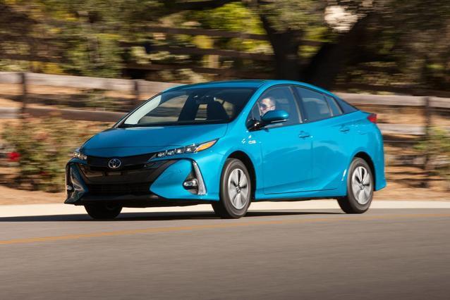 2020 Toyota Prius Prime LE Hatchback Slide 0