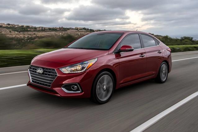2019 Hyundai Accent SE 4dr Car Slide 0