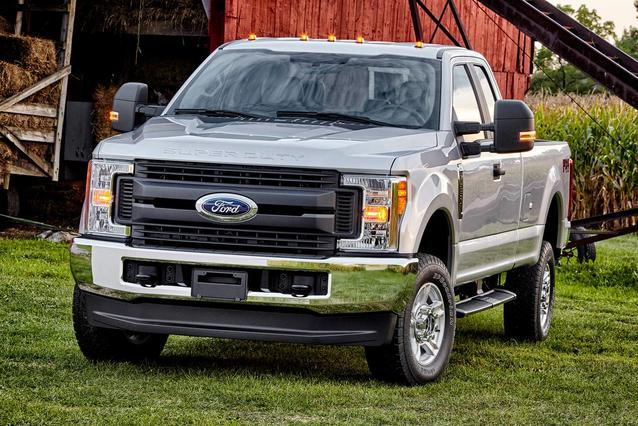 2018 Ford F-250SD XLT Crew Cab Pickup Slide 0