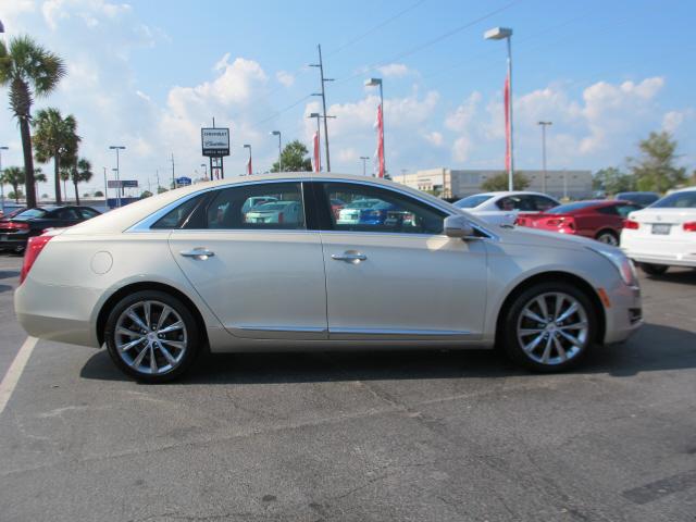 2014 Cadillac XTS 3.6L V6 3.6L V6 4dr Sedan Slide 0