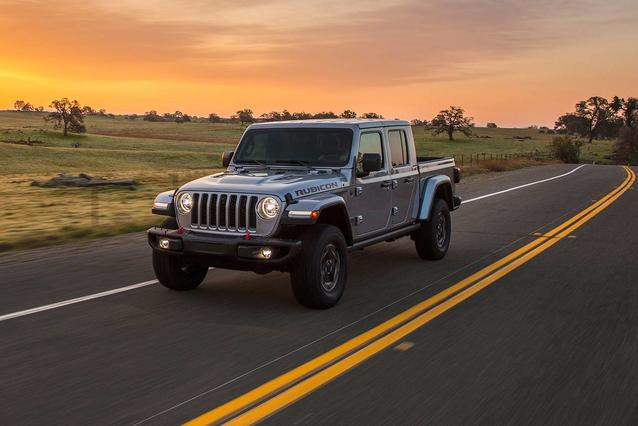 2020 Jeep Gladiator OVERLAND Short Bed Slide 0