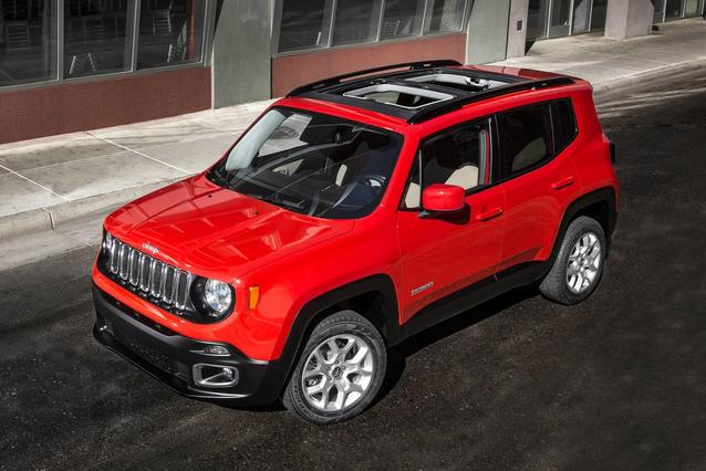 2018 Jeep Renegade LATITUDE SUV Slide 0