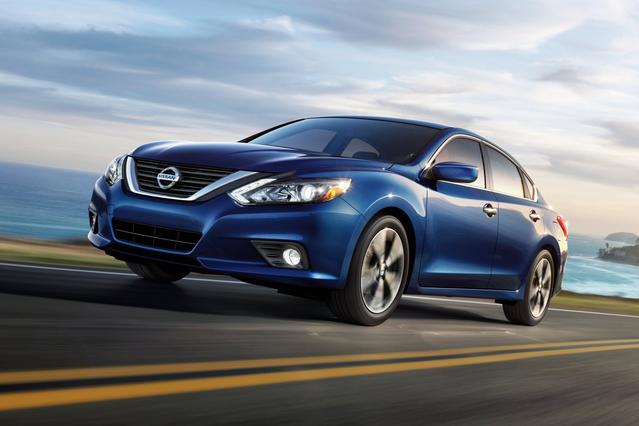 2018 Nissan Altima 2.5 SR 4dr Car Slide 0