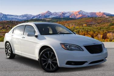 2013 Chrysler 200 TOURING 4dr Car Slide