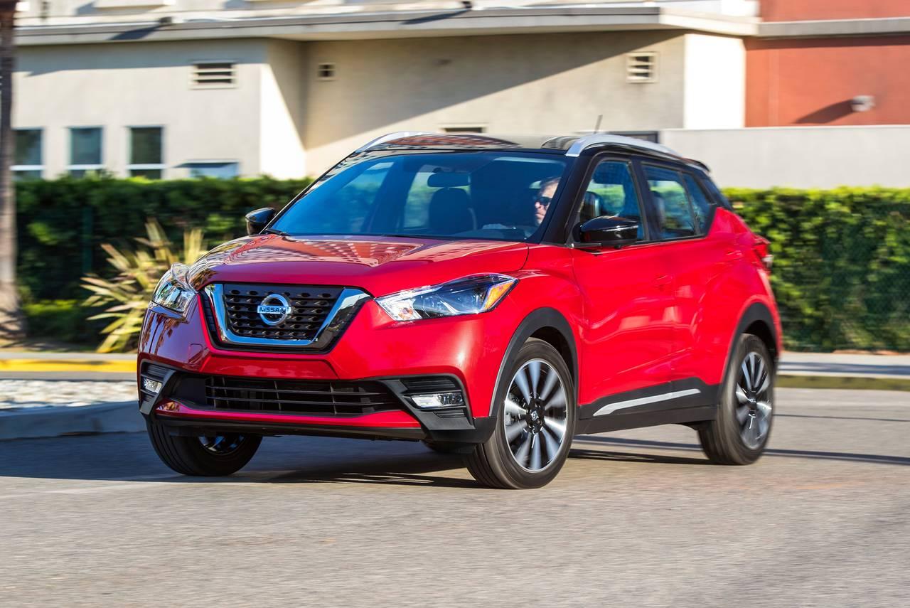 2019 Nissan Kicks SV Sport Utility Slide 0