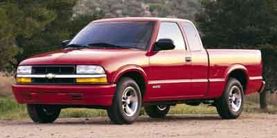 2001 Chevrolet S-10 LS Extended Cab Pickup 4X4 Slide 0