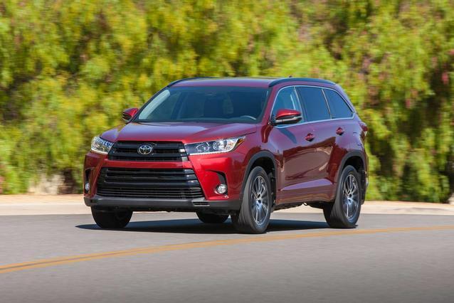 2019 Toyota Highlander LIMITED SUV Slide 0