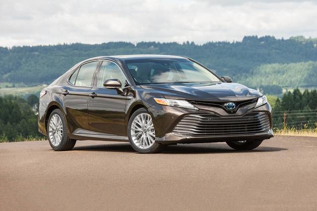 2020 Toyota Camry HYBRID SE HYBRID SE CVT 4dr Car Slide 0