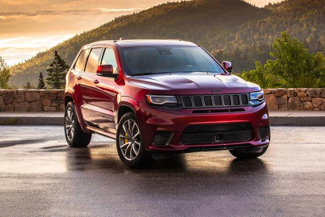 2018 Jeep Grand Cherokee ALTITUDE SUV Slide 0