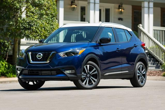 2019 Nissan Kicks SV SUV Slide 0
