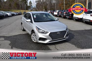 2019 Hyundai Accent SE 4dr Car Slide