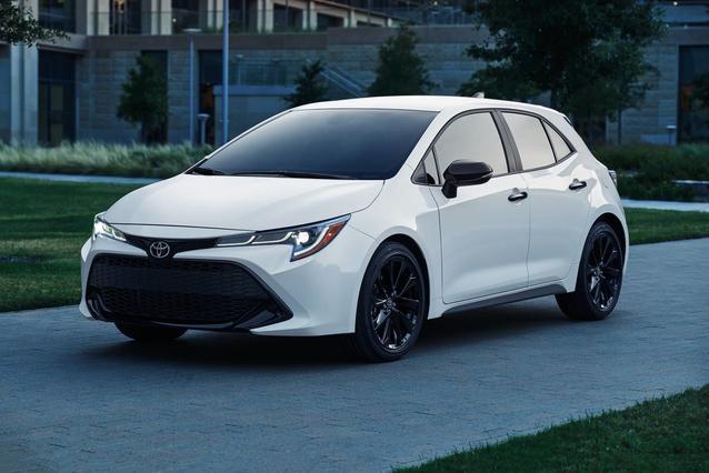 2020 Toyota Corolla Hatchback SE Slide 0
