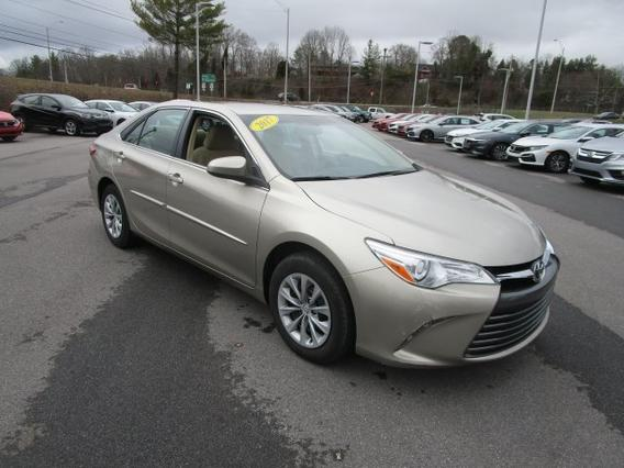 2017 Toyota Camry LE Slide 0