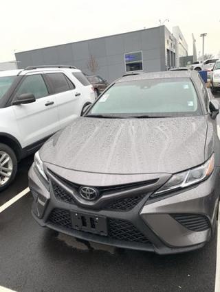 2018 Toyota Camry SE Slide 0
