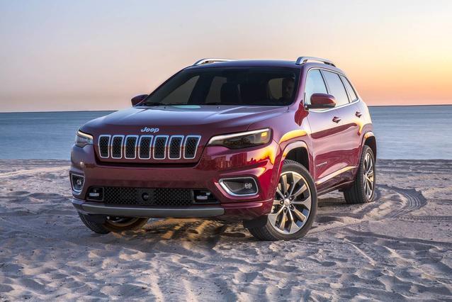 2020 Jeep Cherokee LATITUDE SUV Slide 0