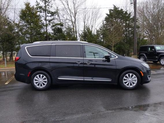 2018 Chrysler Pacifica TOURING L Mini-van, Passenger Slide 0