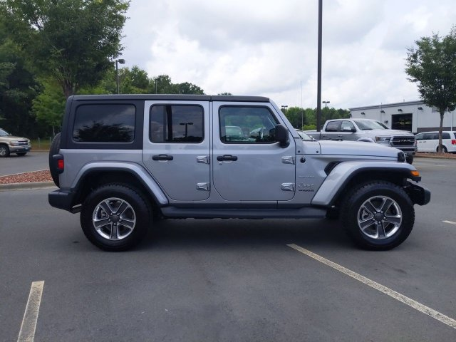 2019 Jeep Wrangler Unlimited SAHARA Convertible Slide