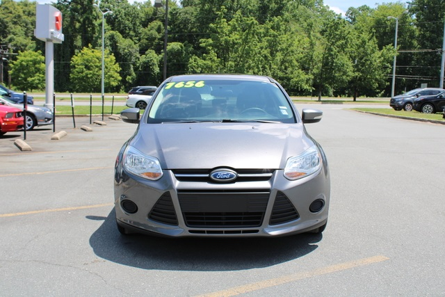 2014 Ford Focus SE 4dr Car Slide 0