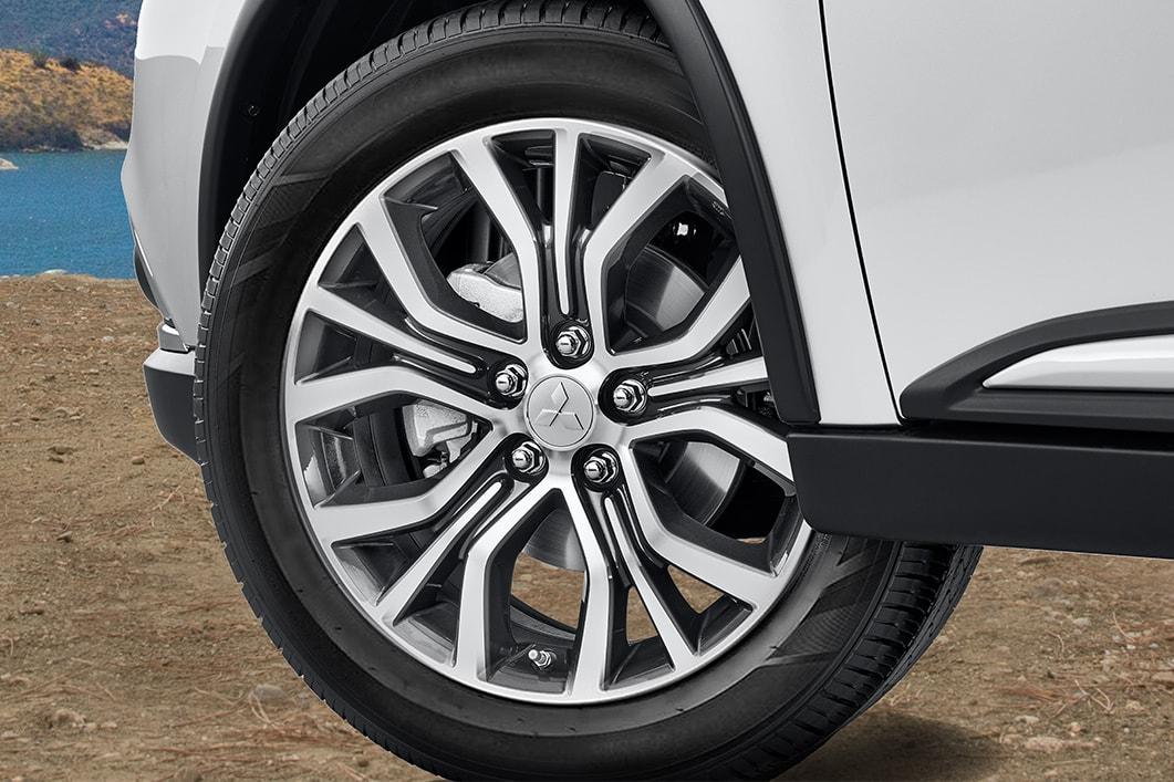 2018 Mitsubishi Outlander Tire