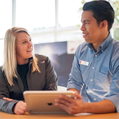Hendrick employee consulting with a customer
