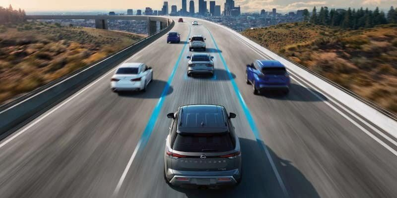 ADVANCED TECHNOLOGY AND SAFETY, INCLUDING STANDARD NISSAN SAFETY SHIELD® 360